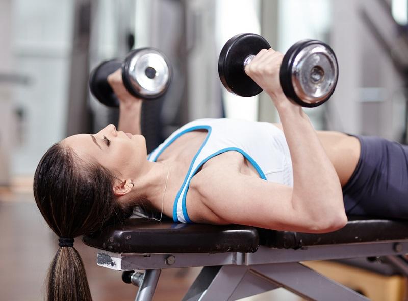 ejercicios para levantar el pecho